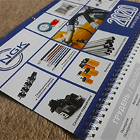 Дизайн та друк настінного календаря с люверсом