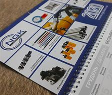 Дизайн и печать настенного календаря с люверсом