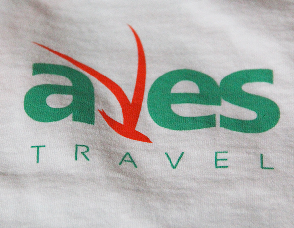 Друк логотипу на футболці
